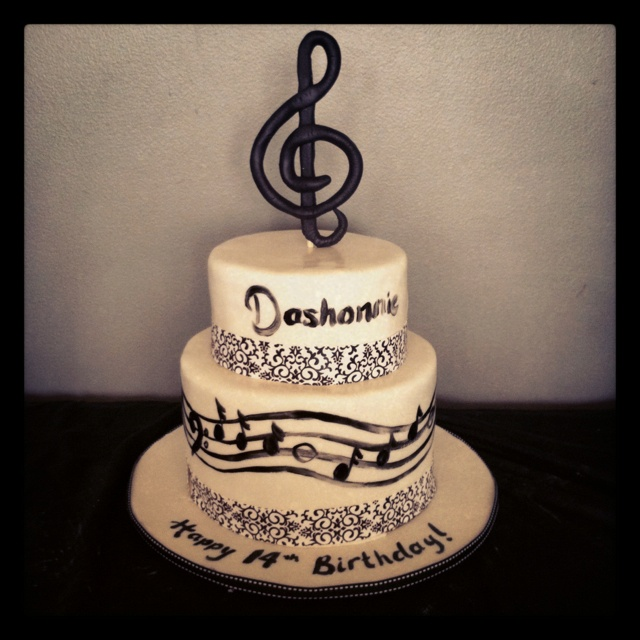 Birthday Cake Ideas Music : Music themed birthday cake Bolos Festa Notas de Musica ...