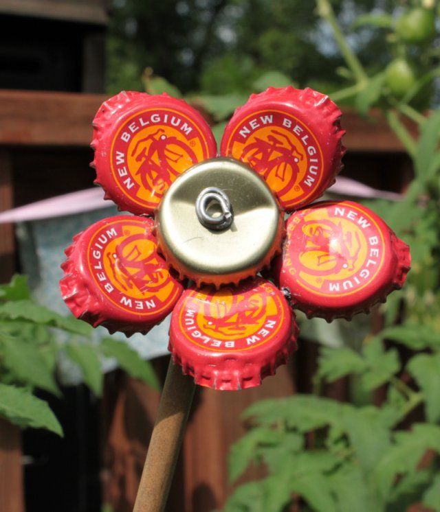Halle 39 s hobbies bottle cap flower upcycle pinterest for How to make bottle cap flowers