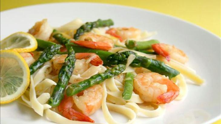 Garlic Shrimp With Asparagus and Lemon | Food that makes my mouth wat ...