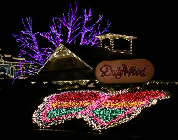 Christmas lights at Dollywood | Christmas Lights | Pinterest