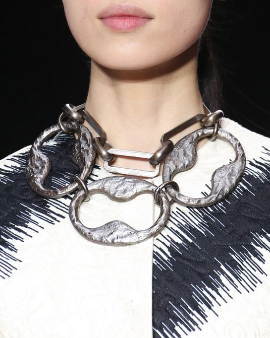 XXL chains at Giambattista Valli - For Fall/Winter 2014-2015, Giambattista Valli emphasized the volume of his butterfly-wing print skater dresses with imposingly architectural oversized chain-link silver necklaces.