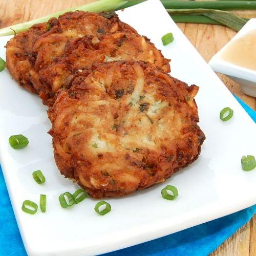 Thick and Creamy Potato Latkes http://sweetpeaskitchen.com/2011/12/27 ...