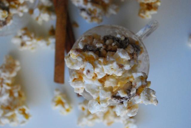 Eggnog Toffee Twix Popcorn | ♦ What's Poppin'? | Pinterest