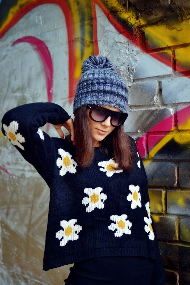 Daisy Print Black #knitted #sweater