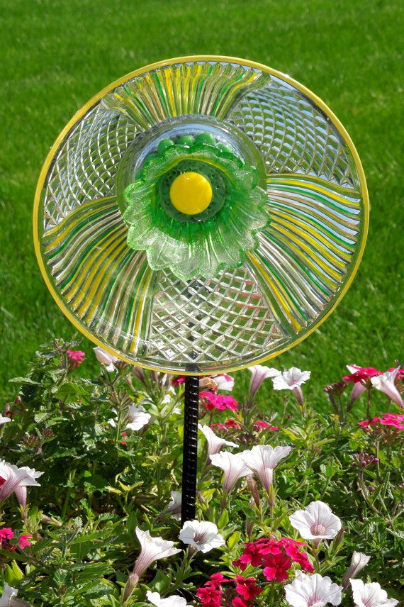Garden d cor and yard sun catcher with recycled glassware for Recycled yard decorations