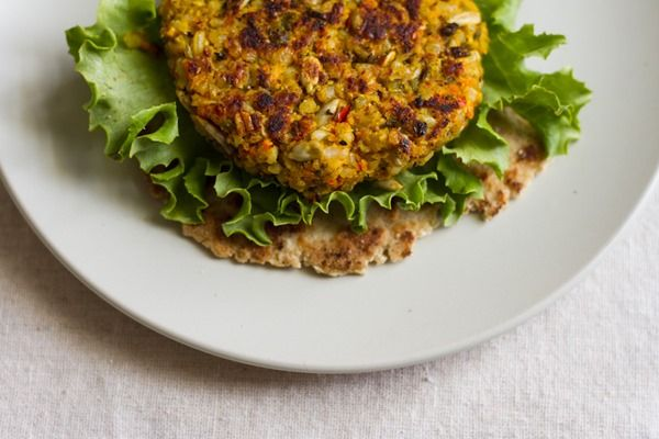 curry spiced lentil rice veggie burgers // edible perspective