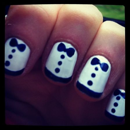 Zooey Deschanel-tuxedo nails  Sooo cute...totally trying this!