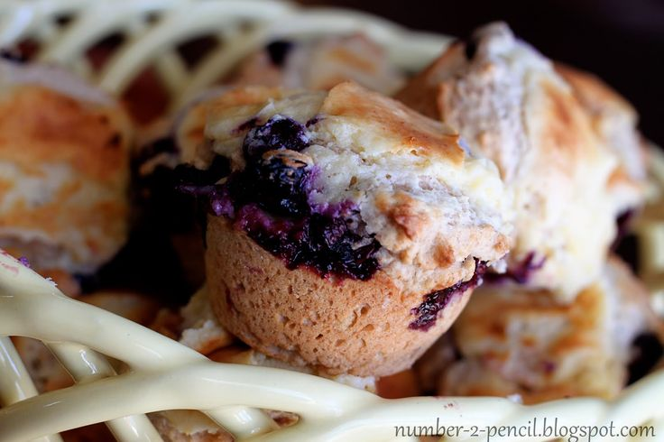 ... thinking I have a sweet tooth tonight: Blueberry Cream Cheese Muffins
