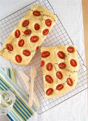 Cherry tomato and thyme focaccia | My likes | Pinterest