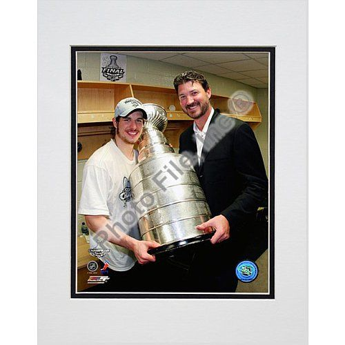 Photo File Pittsburgh Penguins Sidney Crosby and Mario Lemieux with Stanley Cup 8x10 Matted Photo $14.99