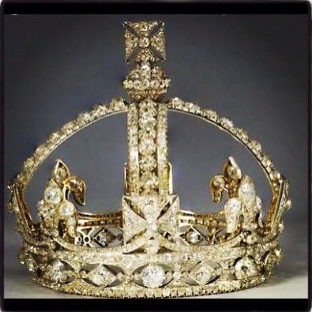 Pin Queen Elizabeth Cr...