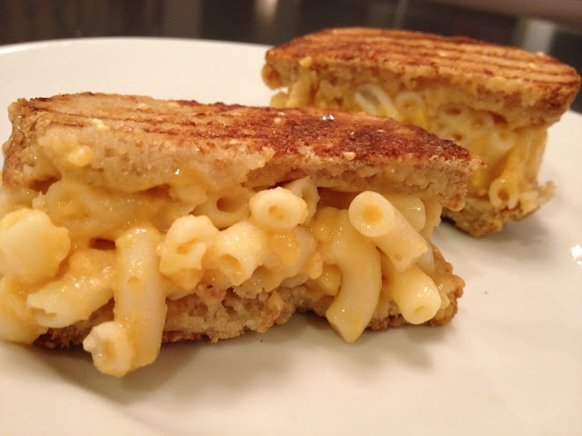 Macaroni and Cheese Grilled Cheese (2-steps)