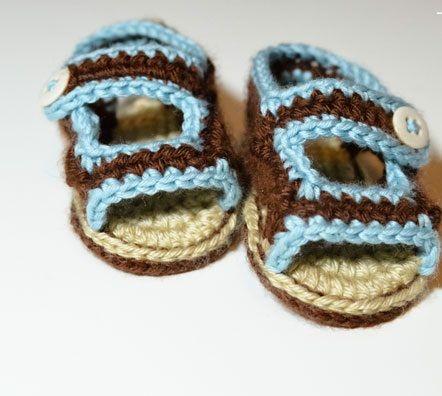 Вязанные крючком пинетки и сандалики