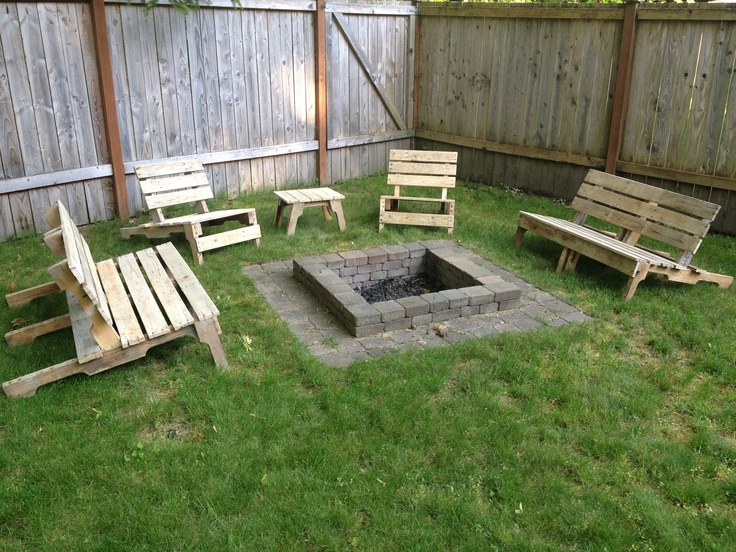 Fire place pallets pinterest for How to make a pallet fire pit table