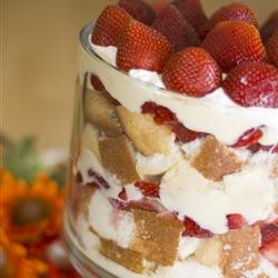 Strawberries 'n' Cream Trifle | Recipes to try | Pinterest