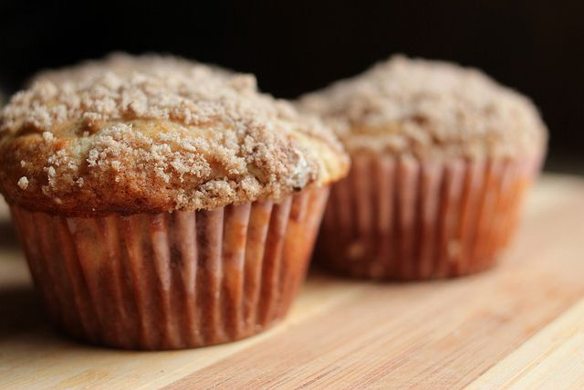 Banana Cream Cheese Muffins with Crumb Topping - Lovin from the Oven