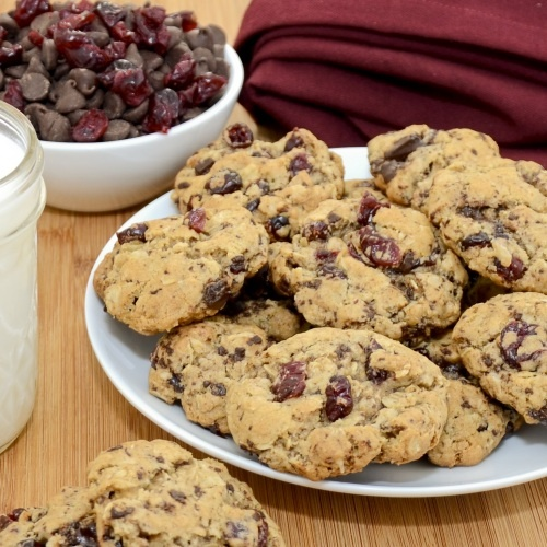 Chocolate-Cherry Heart Smart Cookies...Chewy, fudgy oatmeal cookies ...