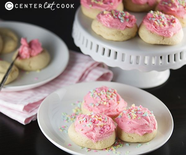 Lofthouse Soft Sugar Cookies {Copycat Recipe}... I love these cookies