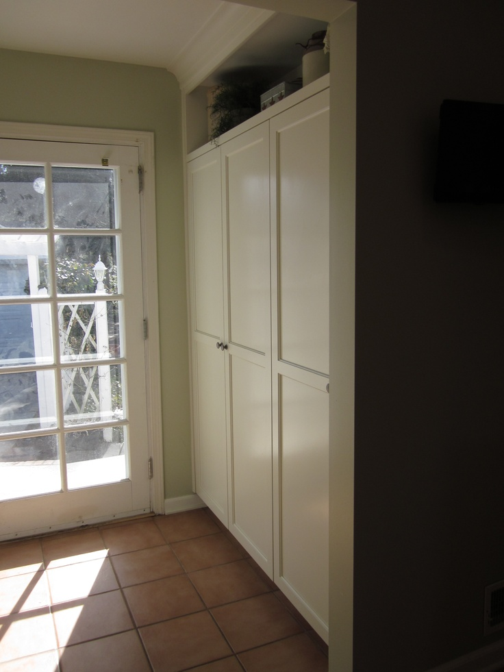 Across from the bench seat is a new pantry. The existing built in was wasting space and I had to talk the client into building new cabinets here. She has told me 'Thank you' more than once for this change.