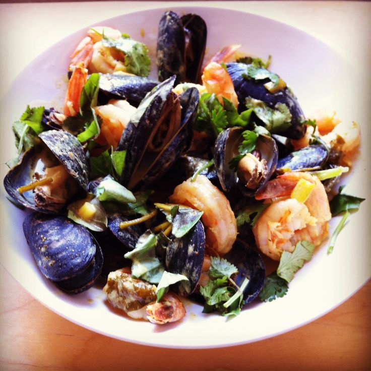 Coconut Curry Mussels - An amazingly easy, yet impressive, recipe for ...