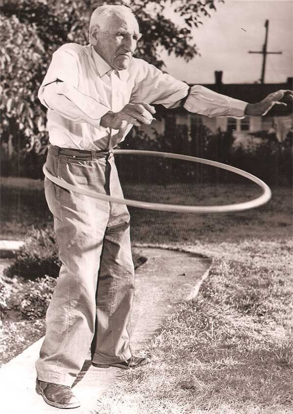 1950's hooping ~ Photographer ?