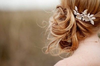 Super pretty hair. I wish mine wasn't so thin so I could actually pull off a look like this.