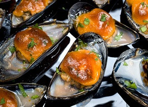 Broiled Mussels with Sweet Paprika Aioli...mouth watering