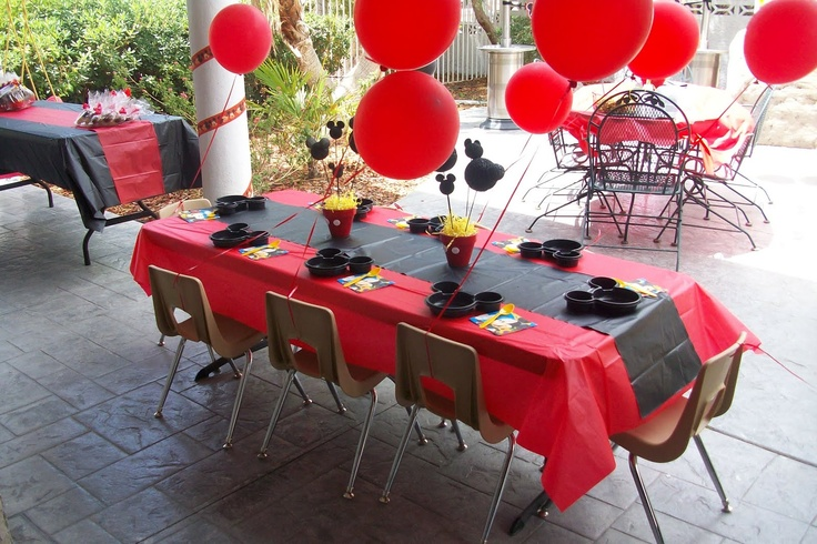 Mickey mouse table setting