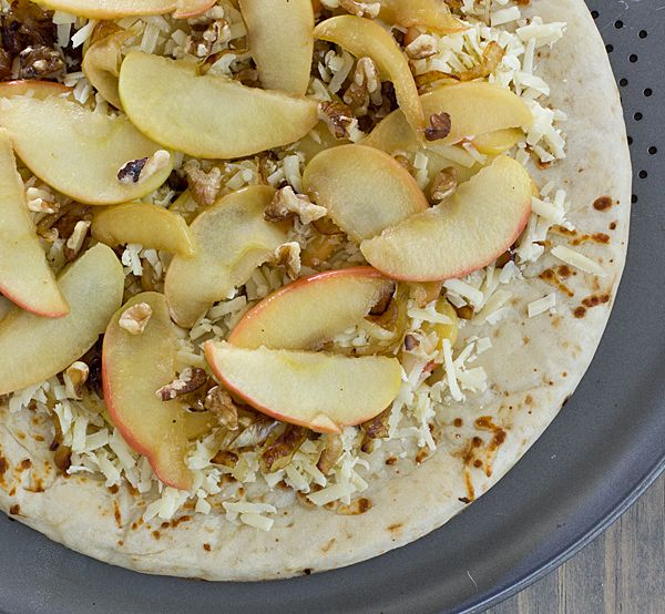 Apple Cheddar Pizza With Caramelized Onions & Walnuts Recipe ...
