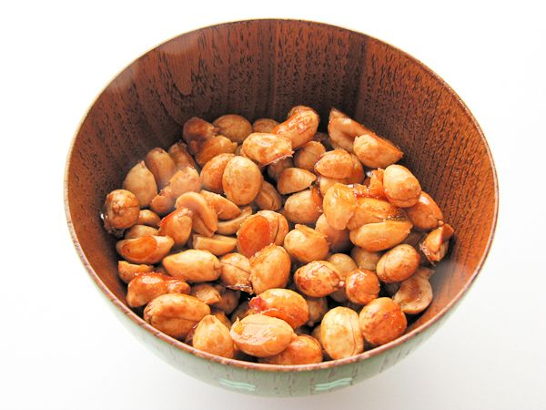 Homemade honey roasted peanuts - so easy!! Add a little hot sauce or ...