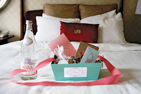 Wedding Gift Baskets For Hotel Rooms : What to put in wedding welcome bags