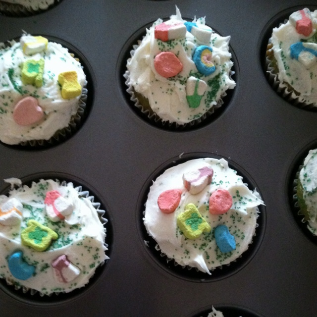 Lucky charms cupcakes... | Eat, drink and be festive | Pinterest