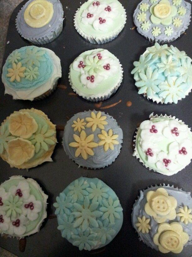 Baby shower cupcakes cake decorating pinterest