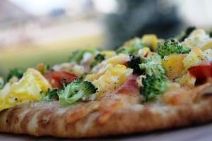 Veggie breakfast pizza | Yummy! | Pinterest