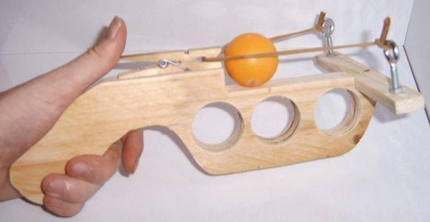 Пистолет своими руками из дерева стреляющий - Секрет мастера