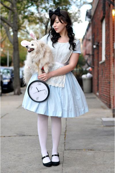 Super-easy fancy dress that looks great - the clock steals it! Alice cosplay