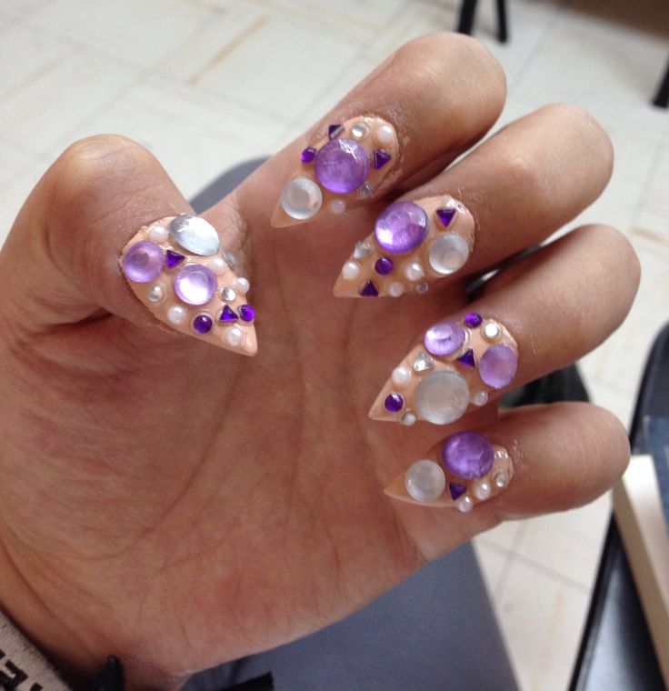 stiletto nailsLight Purple Stiletto Nails
