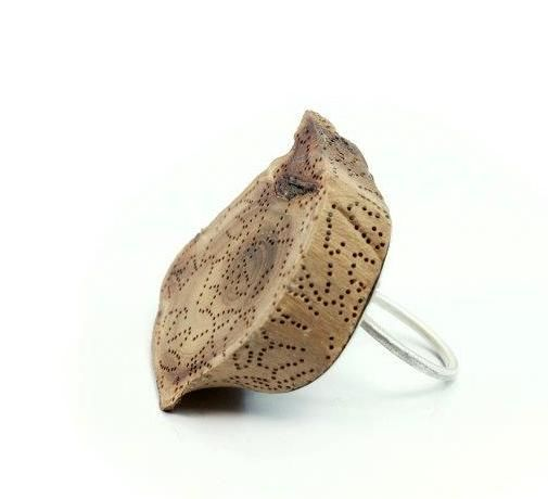Andrea Coderch Valor - ring 2011- Hana collection - Silver, wood, silk.