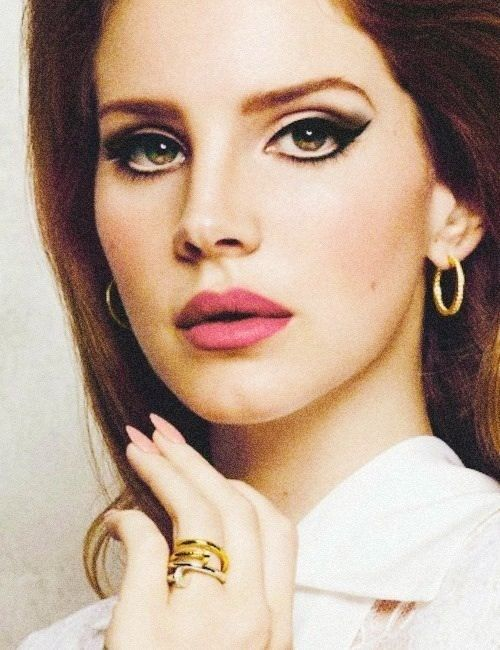 Lana Del Rey Vintage Pink Lips Makeup