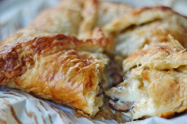 baked brie with mushrooms and onions