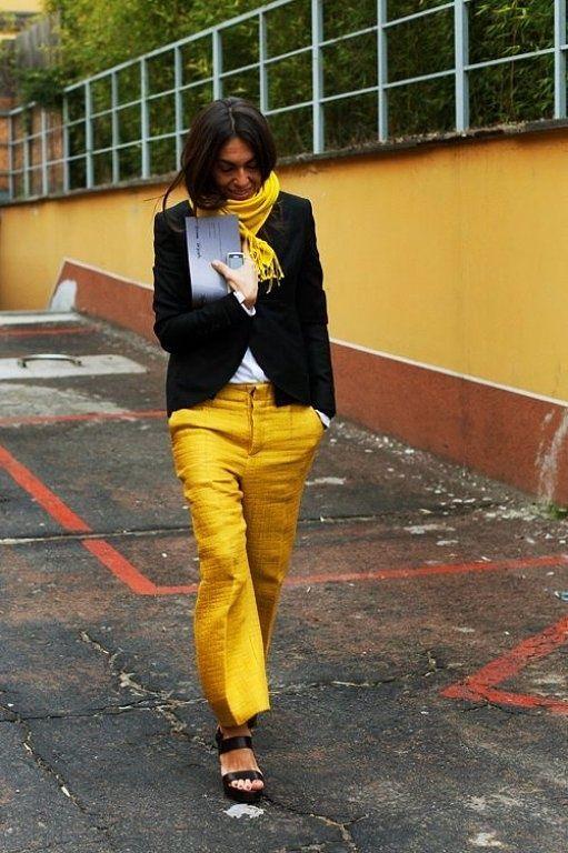 Vivs rocking canary yellow in Milan. #VivianaVolpicella