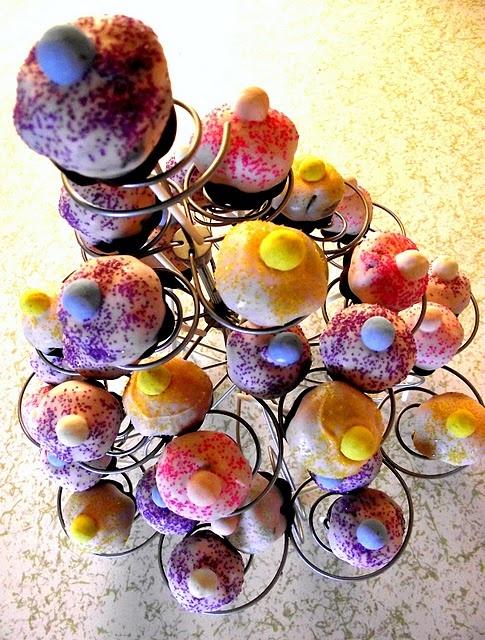 cupcake cake pops http://deleeciouscakes.com