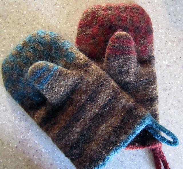 Knitting Pattern Oven Gloves : Pin by sherri moyer on potholders, trivets, oven mitts Pinterest