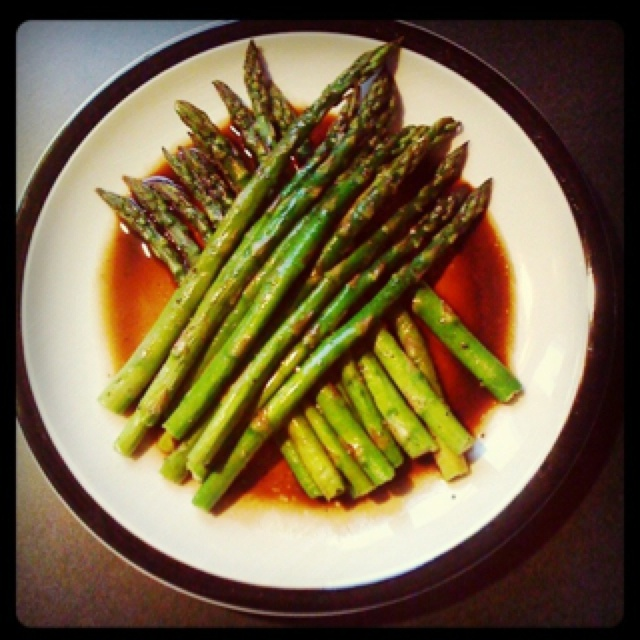 Baked asparagus with balsamic butter sauce. The type of cooking I can ...
