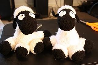 crochet sheep - no pattern but so cute - Indulgy
