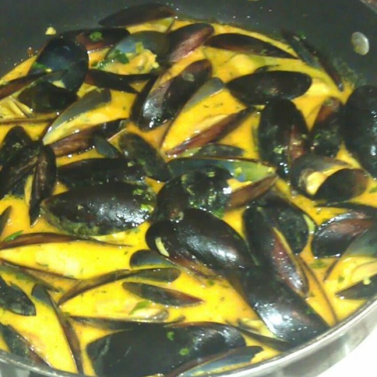 Spicy Coconut Curry Mussels | Finger Foods | Pinterest