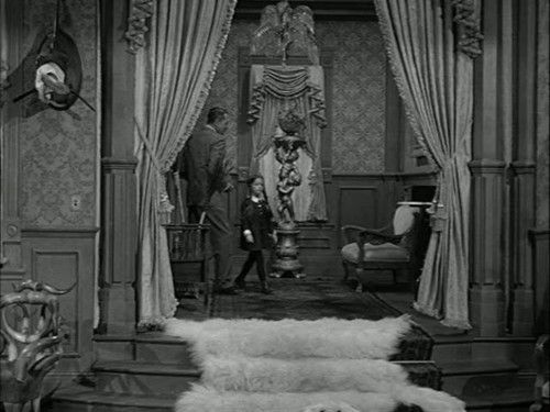 Pin by malvis cabrera brooks on noche de brujas pinterest for The addams family living room