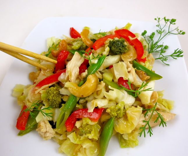 Crunchy Asian Cabbage & Chicken Salad | Yum | Pinterest