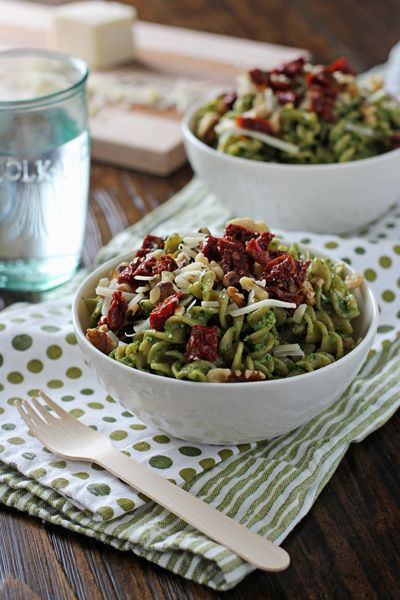 Spinach Pesto Pasta with Sun-Dried Tomatoes and Walnuts | Cookie ...