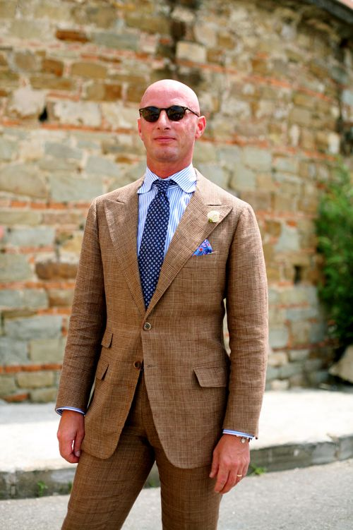 An Italian take on linen summer suiting: light brown.